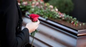 Погребална церемония с роза