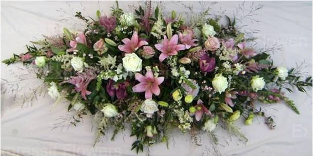 погребална аранжировка от цветя